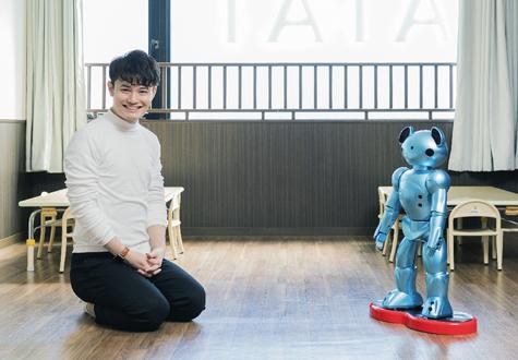 保育ロボットの時代がやってくる!?保育ロボットVEVO vs てぃ先生
